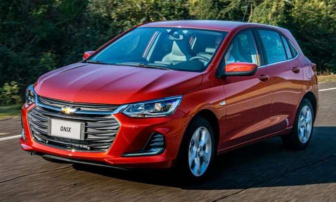 Chevrolet Onix permanece na liderança como o veículo mais emplacado no país(foto: Chevrolet/Divulgação)