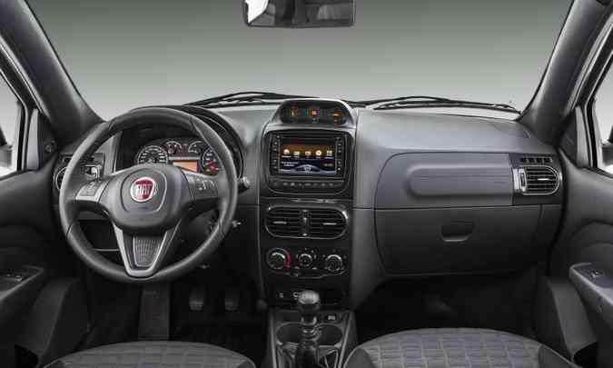 Na Adventure, o sistema multimídia tem tela de 6,2 polegadas, entrada USB, DVD Player, GPS e câmera de ré(foto: Fiat/Divulgação)