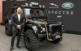 O Land Rover Defenders foi modificado para atender às cenas do longa-metragem (foto: Jaguar / Divulgação)