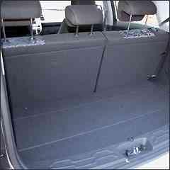 No porta-malas, cabem apenas 340 litros -