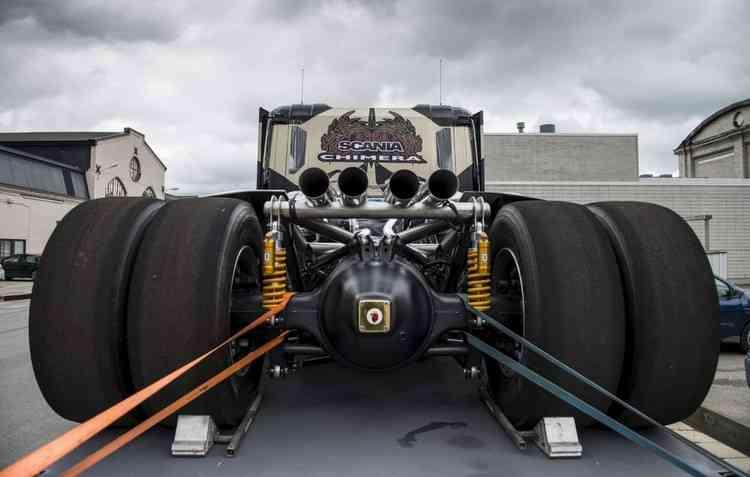 Modelo que vai de 0 a 100 km/h em 5 segundos tem motor e tubulação de espace à mostra. Foto: Svempas / Divulgação -
