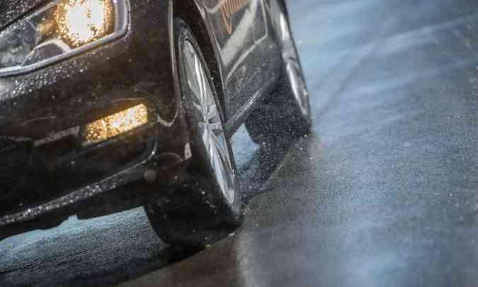 O estado dos pneus e do sistema de iluminação deve ser verificado(foto: Continental/Divulgação)