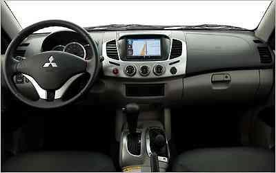 O GPS integra um sistema multimídia no interior da picape -