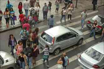 A maioria ainda ignora os princípios básicos de civilidade e tumultua a circulação de veículos(foto: Estado de Minas)