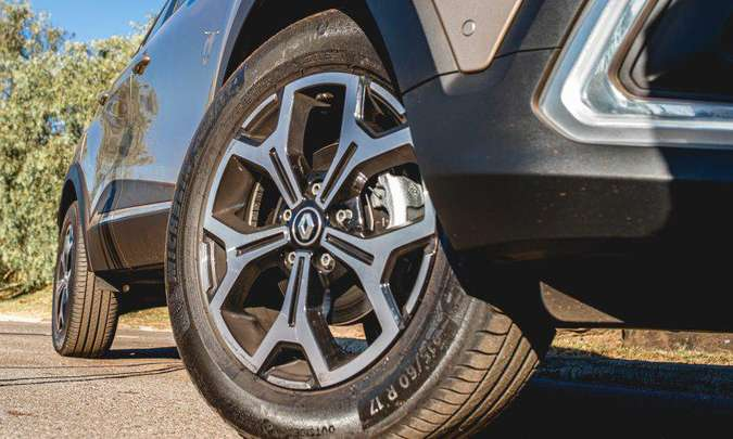 As rodas de liga leve diamantadas de 17 polegadas são calçadas com pneus na medida 215/60 R17(foto: Jorge Lopes/EM/D.A Pres)