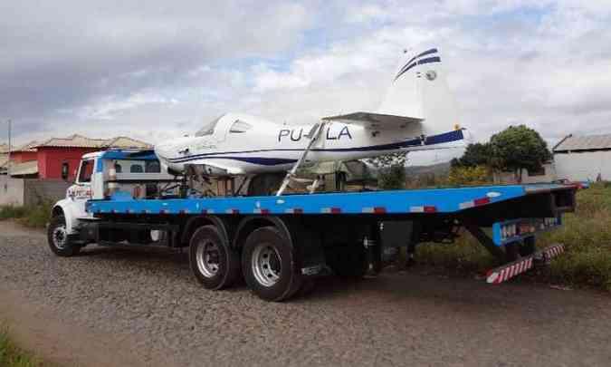 Após obter o registro da Anac, aeronave foi transportada de caminhão até Pará de Minas(foto: Arquivo pessoal)