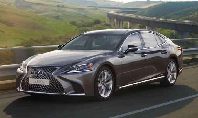Por R$ 760 mil, Lexus LS 500h tem potência combinada de 359cv, com máxima de 250km/h e aceleração até 100km/h em 5,4 segundos(foto: Lexus/Divulgação)