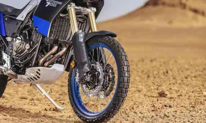 A roda dianteira tem aro de 21 polegadas e freios ABS que pode ser desabilitados(foto: Yamaha/Divulgação)