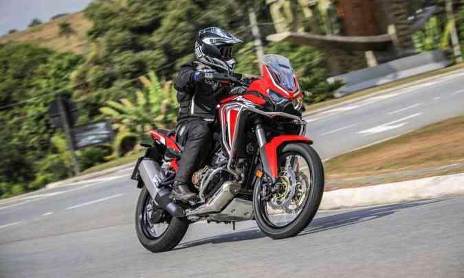 As versões DCT dispensam o pedal de marchas e o manete de embreagem(foto: Caio Mattos/Honda/Divulgação)