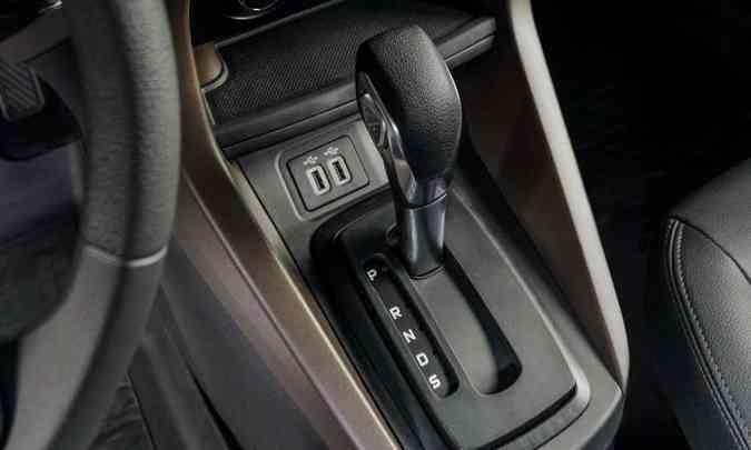 O hatch compacto ganhou a opção do câmbio automático de seis marchas(foto: Ford/Divulgação)