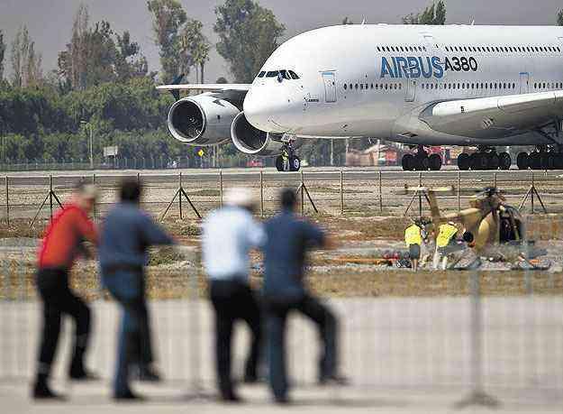 O aeroporto de Guarulhos, em São Paulo, não tem capacidade para receber um Airbus A380 - Martin Bernetti/AFP