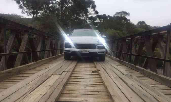 Os faróis com quatro focos de LED se destacam na frente do SUV de estilo esportivo(foto: Enio Greco/EM/D.A Press)