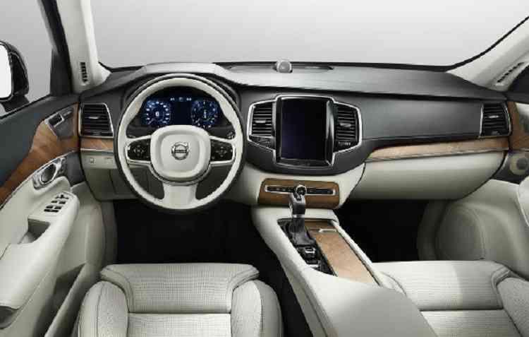 Veículos atuais possuem centrais multimídias mais tecnológica. Foto: Volvo / Divulgação -
