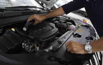 Gasolina aditivada é uma boa escolha para evitar os danos às peças internas do carro. Foto: Amanda Oliveira / Esp. DP