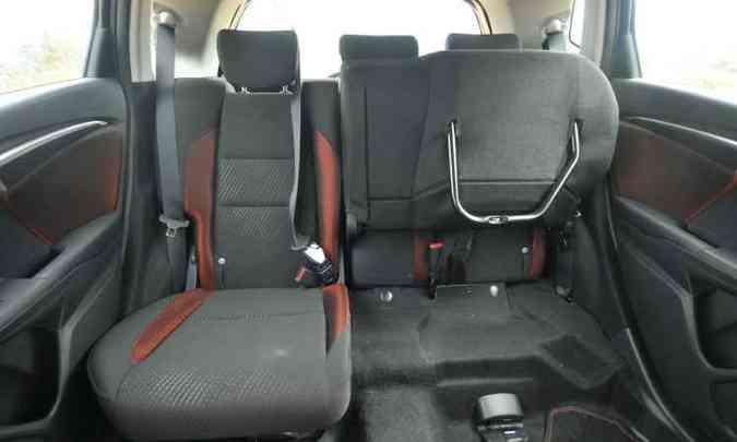 ...mas os assentos e encostos podem ser dobrados, possibilitando diferentes configurações(foto: Jair Amaral/EM/D.A Press)