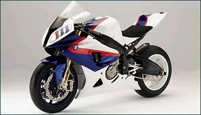 Pelo regulamento do campeonato de Superbike, a moto de competição tem que ser baseada no modelo de rua