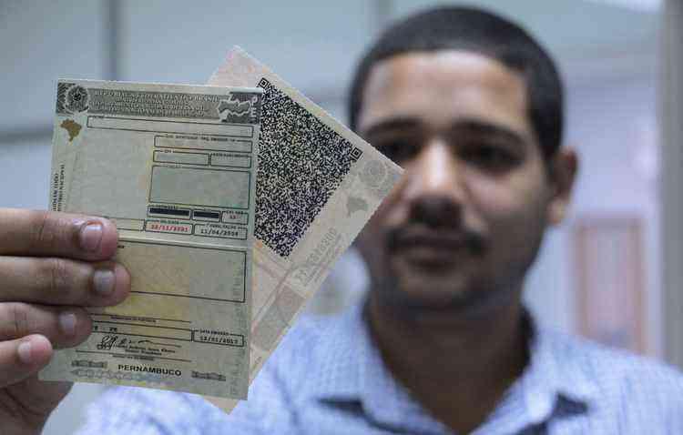 Quem for renovar o documento a partir desse mês já terá a nova impressão na CNH - Paulo Maciel/Detran-PE/Divulgação