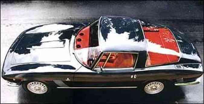 Carroceria foi desenhada pelo estúdio italiano Bertone, com formas que privilegiam a aerodinâmica