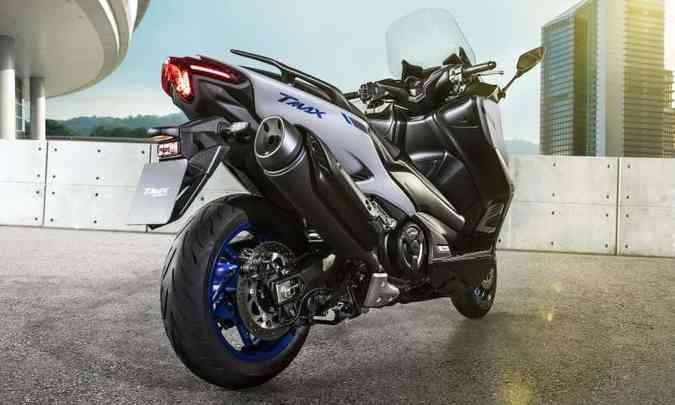 A traseira é mais afilada, inspirada nos modelos esportivos e nakeds da marca(foto: Yamaha/Divulgação)