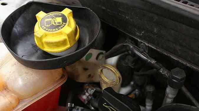 Na maioria dos modelos, o tanquinho de gasolina fica no compartimento do motor (foto: Marlos Ney Vidal/Estado de Minas - 20/02/2006 )