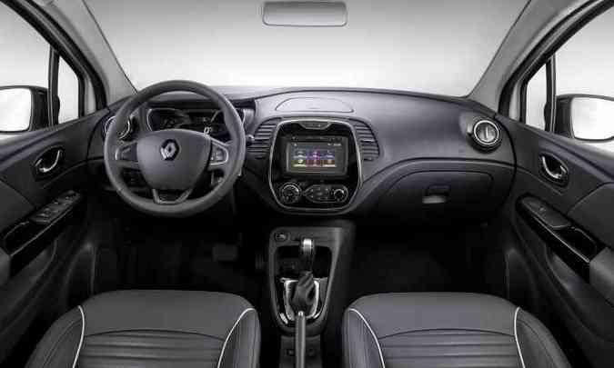 Interior abusa do plástico, o que reduz a sofisticação(foto: Renault/Divulgação)
