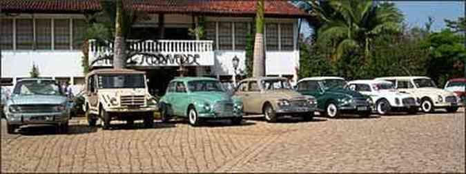 Diferentes modelos da DKW foram expostos na quinta edição do Blue Cloud, ponto de encontro dos amantes da marca(foto: Fotos: Ayrton Amaral/Divulgação)