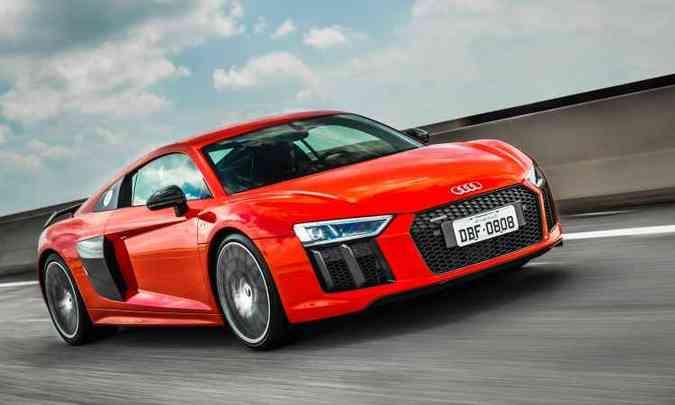A carroceria é feita de alumínio e polímeros de fibra de carbono, 15% mais leve do que a geração anterior(foto: Audi/Divulgação)