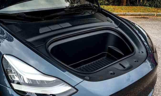 No lugar do cofre do motor, mais um compartimento para levar carga(foto: Jorge Lopes/EM/D.A Press)
