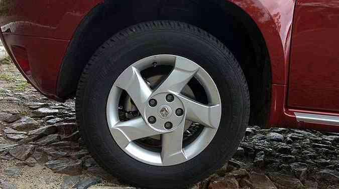 Rodas de liga leve aro 16 polegadas são de série nessa versão(foto: Gladyston Rodrigues/EM/D.A Press)