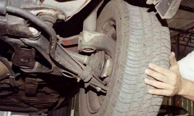 Ruídos estranhos na dianteira do carro podem significar problemas na suspensão(foto: Arquivo EM)
