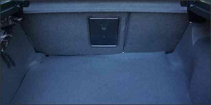 O volume do porta-malas de 370 litros, segundo o fabricante