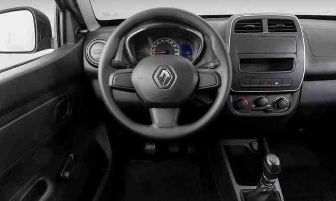 Interior da versão de entrada Life traz vidros a manivela e falta conta-giros e rádio(foto: Renault/Divulgação)