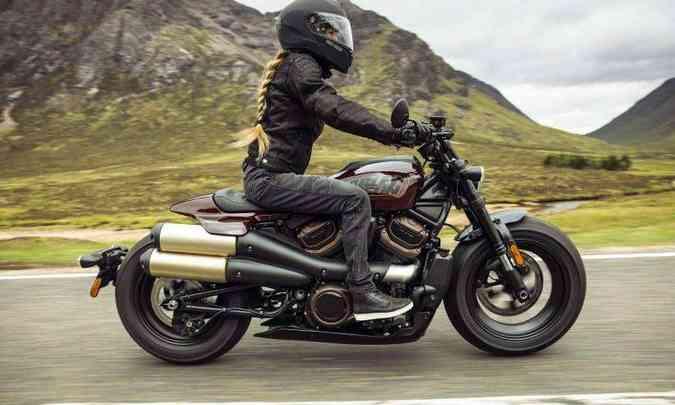 A suspensão dianteira é invertida e regulável (foto: Harley-Davidson/Divulgação)
