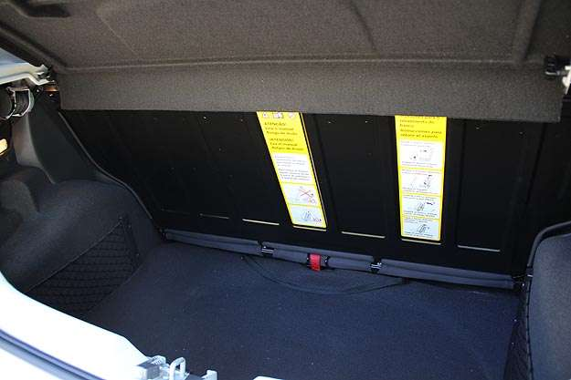 Porta-malas do Fox é vertical, mas espaço cresce com banco corrediço - Marlos Ney Vidal/EM/D.A Press