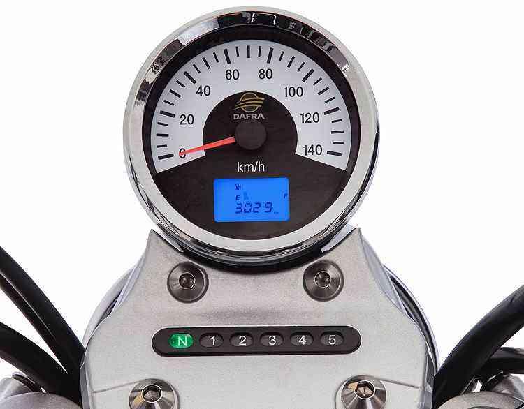 O relojão tem modernidade da tela digital complementado pelo indicador de marcha - Dafra/Divulgação