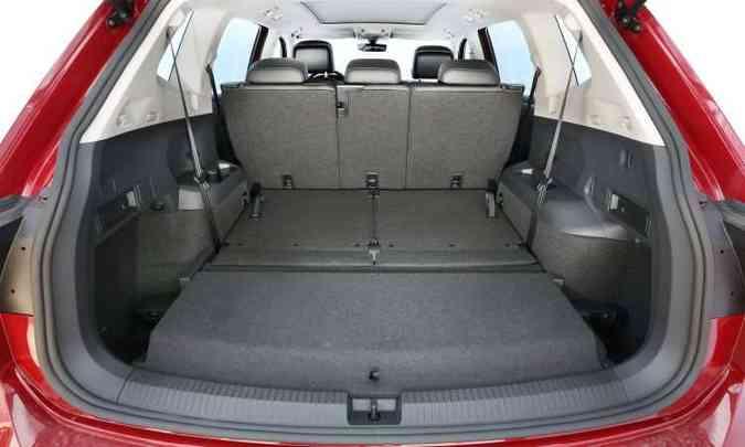 Versão Comfort, de 7 lugares, com a terceira fileira recolhida: porta-malas de 686 litros(foto: Volkswagen/Divulgação)