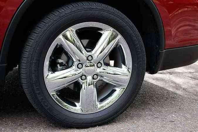 Enormes rodas de liga de 20 polegadas. Veja mais fotos!(foto: Marlos Ney Vidal/EM/D.A Press)