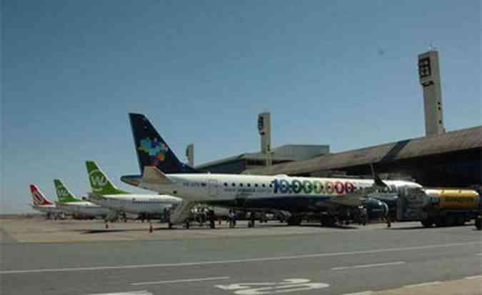 Atualmente, o aeroporto de Confins embarca e desembarca 8 milhões de passageiros por ano(foto: Renato Weil/EM/D.A Press)
