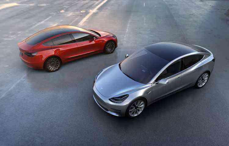 Autonomia fica na casa dos 350 km com uma só carga, de acordo com a montadora - Tesla / Divulgação