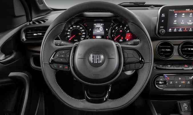 O volante é revestido em couro e traz os comandos do sistema de áudio, multimídia e celular(foto: Fiat/Divulgação)