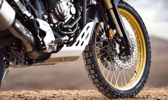 A roda dianteira, com aro de 21 polegadas, tem duplo disco de freio(foto: Yamaha/Divulgação)