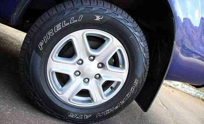 Rodas de liga leve aro 17 polegadas com pneus de medida 265/65