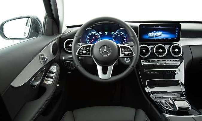 O acabamento interno é sofisticado, mas o painel digital é disponível somente na versão topo de linha(foto: Mercedes-Benz/Divulgação)