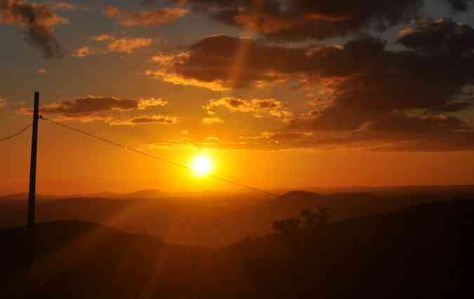 Participantes foram contemplados, ao final do passeio, por um belíssimo pôr do sol. FOTO: Gustavo Carvalho / Esp. DP(foto: Participantes foram contemplados, ao final do passeio, por um belíssimo pôr do sol. FOTO: Gustavo Carvalho / Esp. DP)