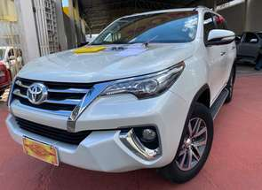 Toyota Hilux Sw4 Srx 4x4 2.8 Tdi 16v Dies. Aut. em Goiânia, GO valor de R$ 265.500,00 no Vrum