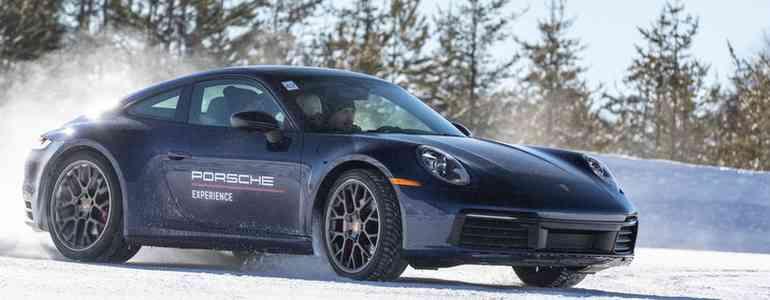 Porsche 911 é feroz no gelo e quem possuir um dos modelos pode fazer o programa em Montreal (Divulgação )