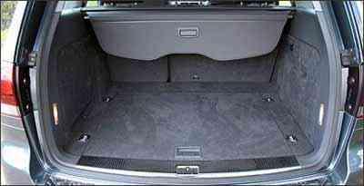 Diferença encontrada entre a medida declarada e a feita pelo caderno de Veículos no porta-malas do VW Touareg é de 79 litros - Marlos Ney Vidal/EM/D.A Press - 11/3/08