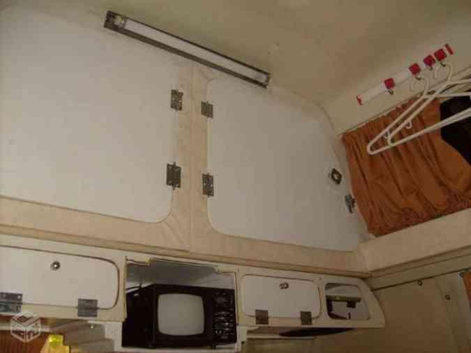 O interior do veículo quando foi adquirido, depois de 5 anos sem uso parado em uma garagemDivulgação/Guru Expedição