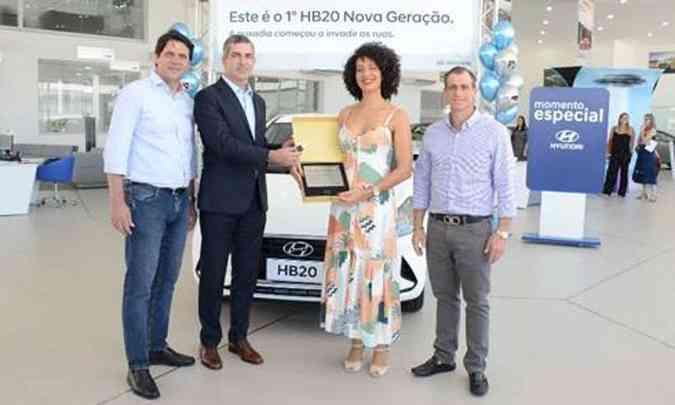 Raphaela Tozatto, moradora de Vitória, no Espírito Santo, foi a primeira a comprar o HB20 nova geração(foto: Hyundai/Divulgação)