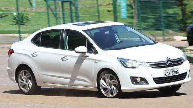Estão envolvidos os Citroën C4 Lounge Tendance e Exclusive produzidos entre abril e dezembro de 2013 - Marlos Ney Vidal/EM/D.A Press
